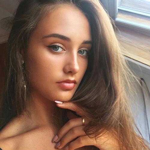 Rosie-Lewis-Social-Media-Influencer-4